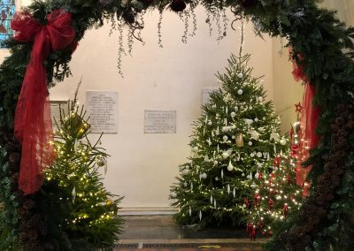 moongate at Witney Wonderland_green_winter_backdrop_Enchanted Floristry_St Mary's Church